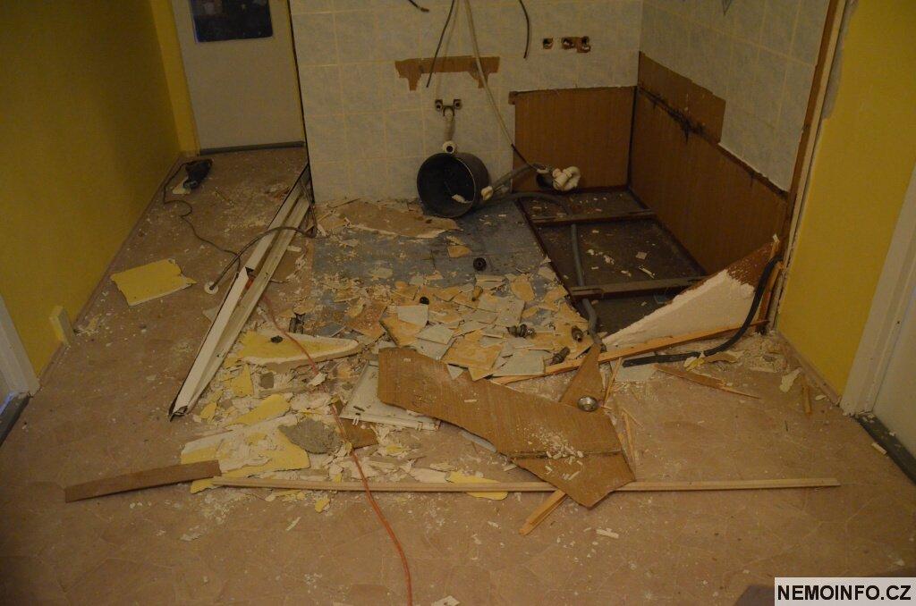 panelákové jádro demolice 13