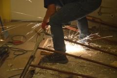 panelákové jádro demolice 21 - jiskry lítají