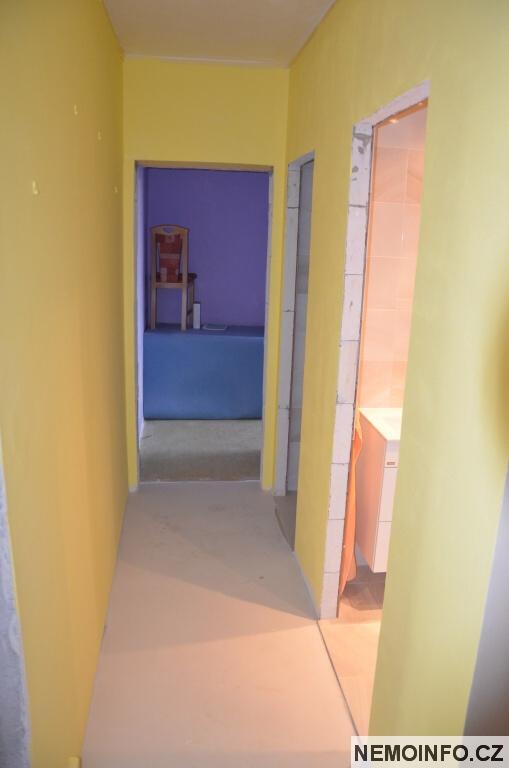 Nové dveře v paneláku 1
