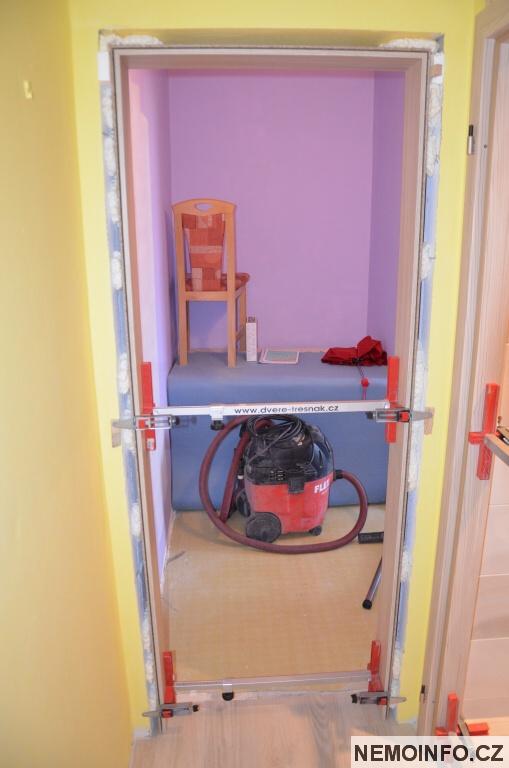 Nové dveře v paneláku 2