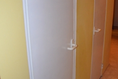 Staré dveře v paneláku