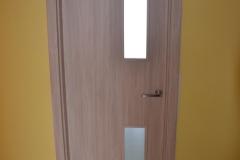 Nové dveře v paneláku 11