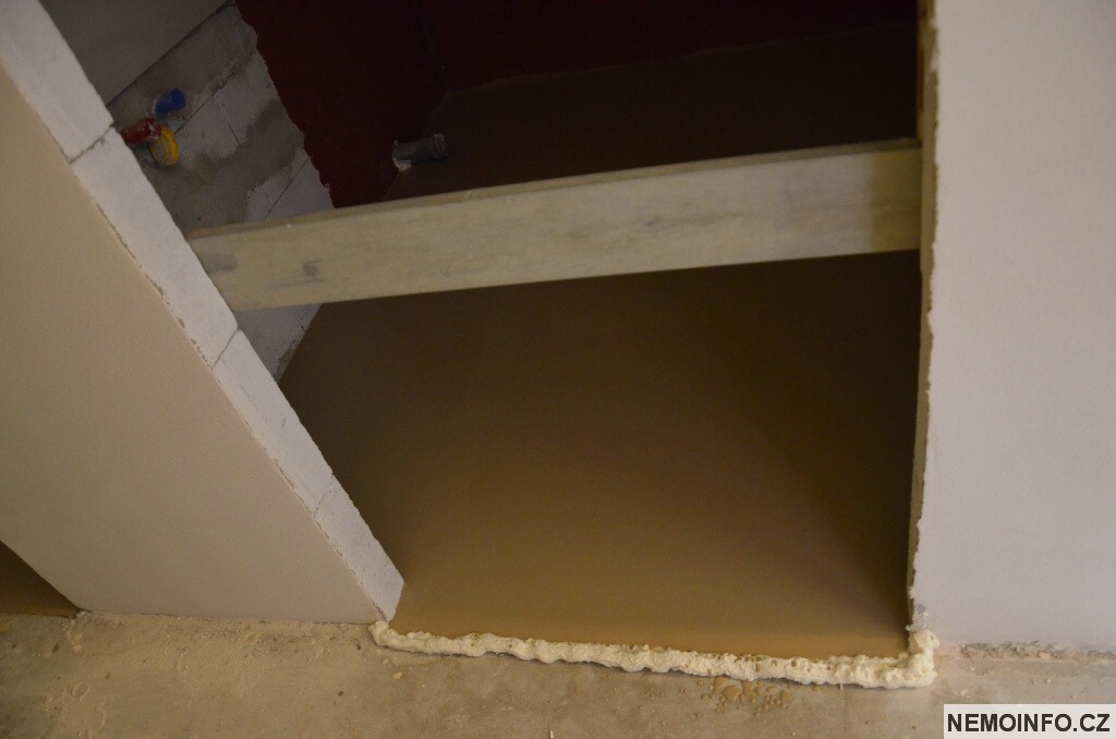Zákaz vstupu - nová podlaha v koupelně
