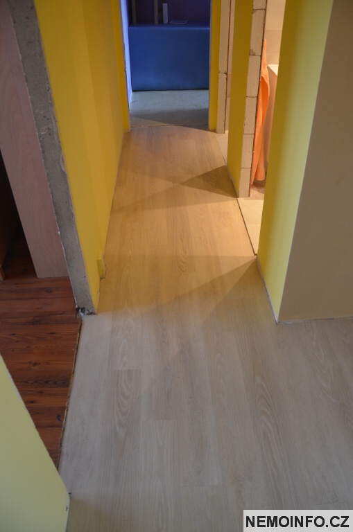 Vinylová podlaha u koupelny