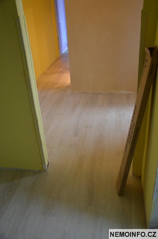 V té krabici je podlaha :)