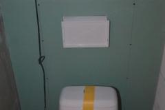 Sádrokarton kolem nového závěsného wc - současné dočasné :)