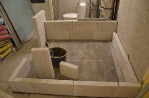Rekonstrukce bytového jádra v paneláku pokračuje