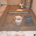 Betonujeme a vyrovnáváme podlahu v koupelně