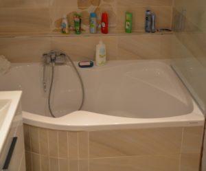 Nová moderní koupelna snů v paneláku je hotova