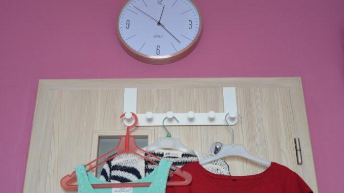 Vešák na dveře závěsný, bílý, kovový Ikea