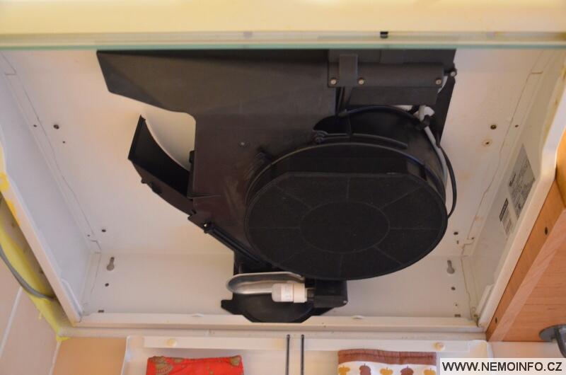 Výměna filtru v digestoři Whirlpool 3